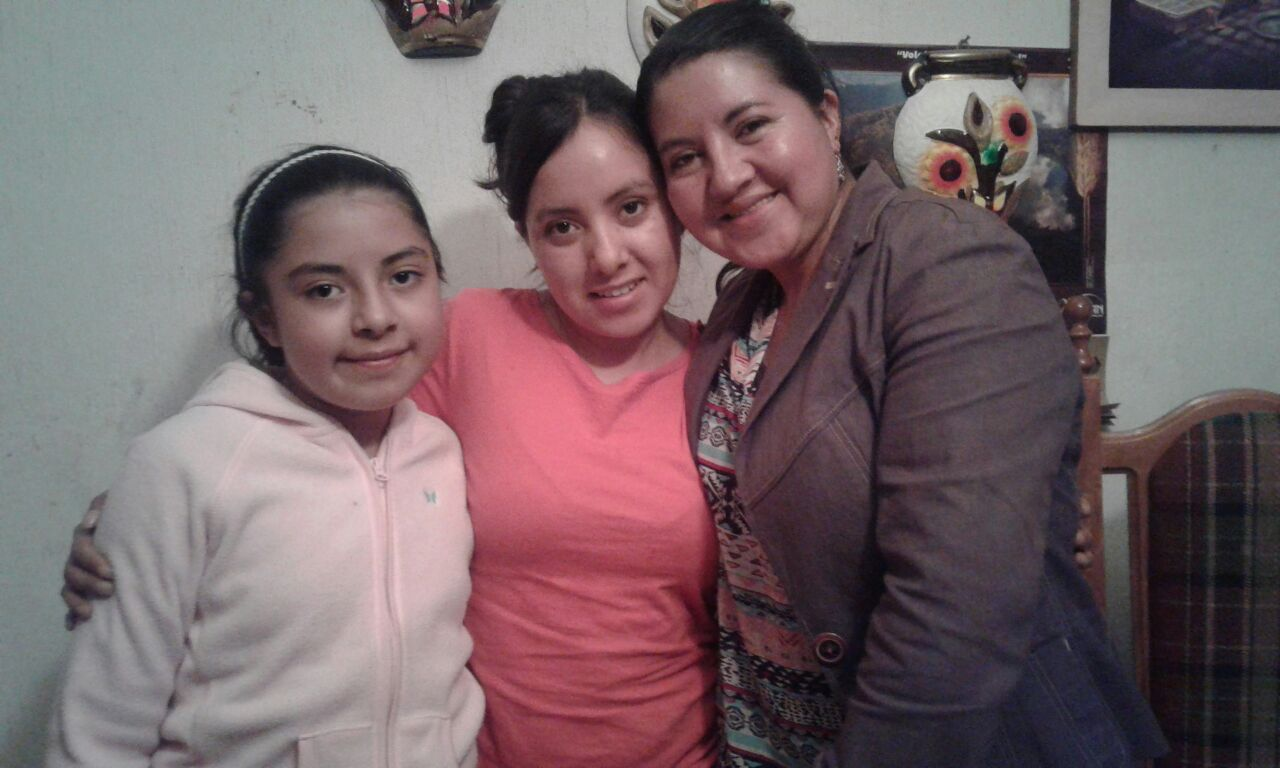 Roxana (in the middle)